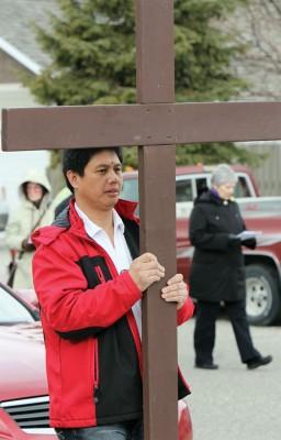 Ronald Montemayor carries cross