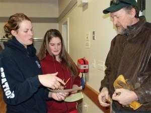Volunteers Marie Van Ee and Stephanie Arnoldussen registered stranded travellers at the emergency centre.