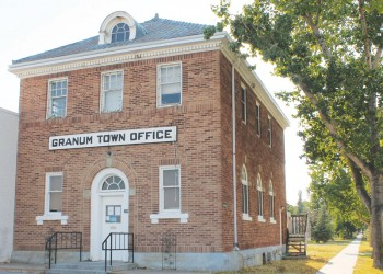 Willow Creek council hears offer to buy Granum town office